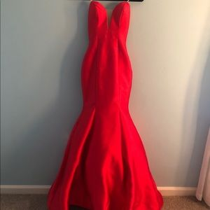 Beautiful mermaid style, red gown!